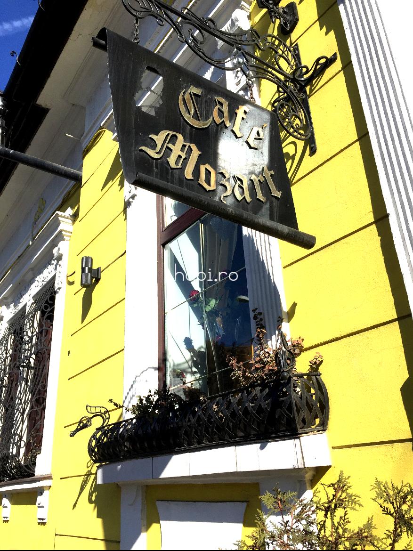 Atmosferă de epocă clasică la Mozart cafenea-ceainărie Cluj