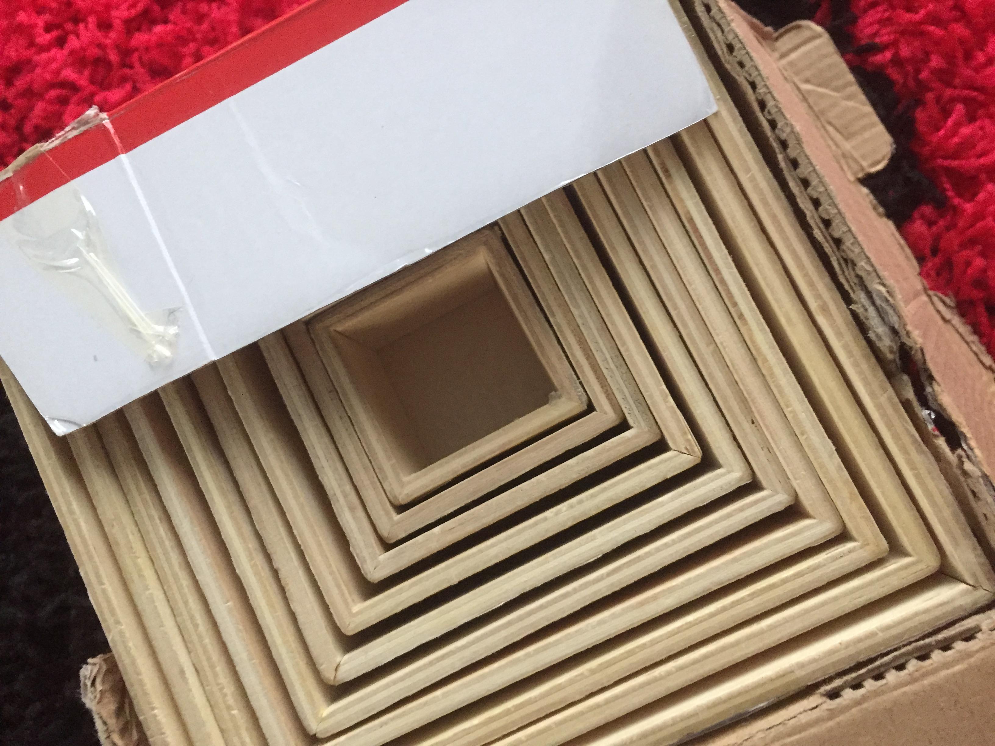 Cuburi din lemn de carton marca Happy Iulius Mall. Pentru că meriți!